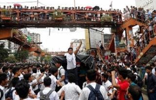 Bangladeş'te öğrenci protestoları nedeniyle...