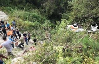 Bartın'da yolcu minibüsü şarampole devrildi:...