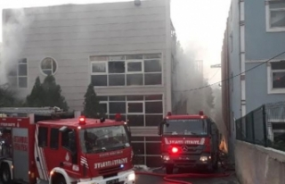 Başakşehir'de çorap fabrikasında yangın