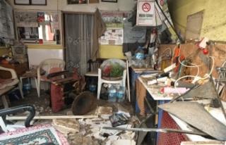 Berber dükkanının tavan kaplaması çöktü: 3...