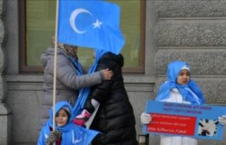 Çinli Müslümanlar cami yıkım kararını protesto...