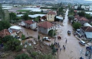 Elmalı'da sel tarım arazilerinde zarara yol...