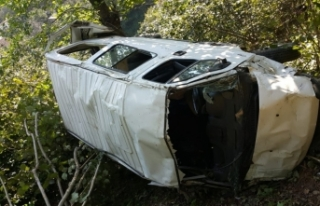 Giresun'da minibüs uçuruma devrildi: 1 ölü,...