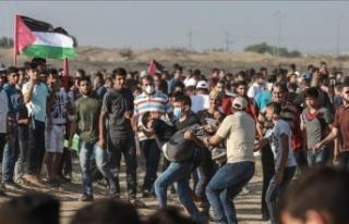 İsrail askerleri Gazze sınırında 220 Filistinliyi...