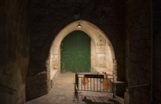 İsrail polisi Mescid-i Aksa'nın kapılarını...