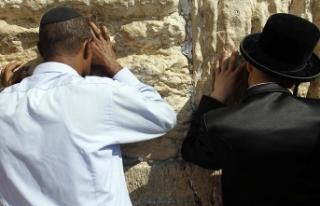 İsrail Yahudiler için Ağlama Duvarı'ndaki...
