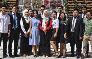 Kırgız gençler Cumhurbaşkanı Erdoğan'ın...