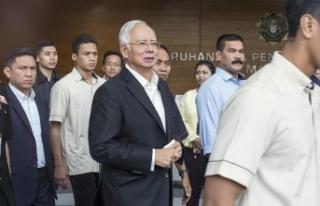 Malezya'da eski Başbakan Necip hakkında yeni...
