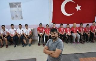 Malzeme deposundan Türkiye şampiyonu çıkardı