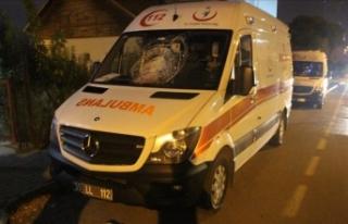 O ambulansa park halindeyken taşlı saldırı yapıldı