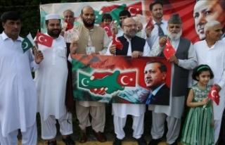 Pakistan'dan Türkiye'ye Türk lirası desteği