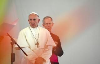 Papa çocuklara cinsel istismar olayları için özür...