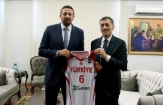 TBF Başkanı Türkoğlu'ndan, Bakan Selçuk'a...