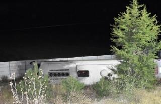 Afyonkarahisar'da yolcu otobüsü devrildi: 2...