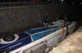 Afyonkarahisar'da yolcu otobüsü devrildi: 7...