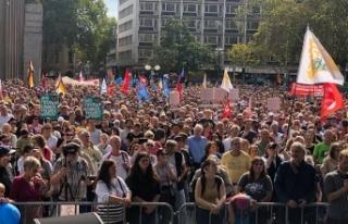 Almanya'da binlerce kişi ırkçılığa karşı...