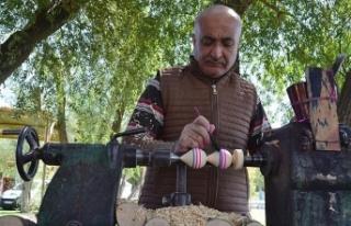 Çocuklar için 37 yıldır topaç yapıyor