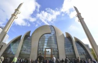 DİTİB Merkez Camisi Köln'ün sembolleri arasına...
