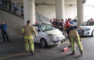 E-5'te otomobil takla attı! 2 kişi araçta...