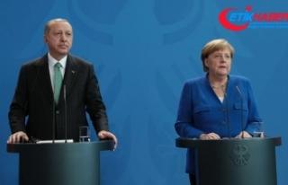 Erdoğan: Bu kişi (Can Dündar) ajandır, devletin...
