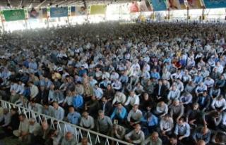 İran'da cuma imamından savaş çığırtkanlığı