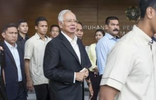 Malezya'da eski Başbakan Necip kefaletle serbest...