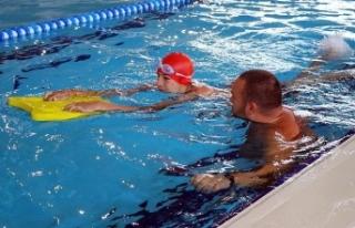'Özel çocuklara yüzmeyi öğretince çok mutlu...