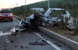 Bodrum'da işçi servisi ile otomobil çarpıştı:...