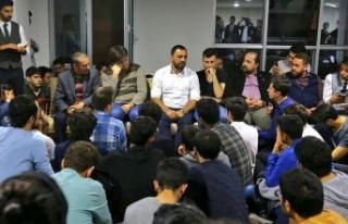 Hamza Yerlikaya gençlerle buluştu