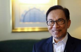 Malezya'da ara seçimin galibi Enver İbrahim