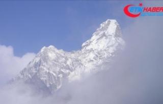 Nepal'de dağcılar fırtınada kayboldu