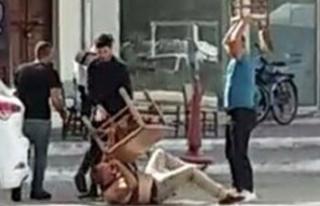 Yaraladığı kişinin yakınları, masa ve sandalyelerle...