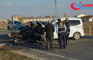 Afyonkarahisar'da trafik kazası: 2 ölü, 3...