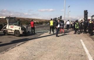 Atatürk Havalimanı'nda servis araçları çarpıştı:...