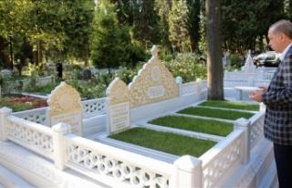 Cumhurbaşkanı Erdoğan anne ve babasının mezarını...