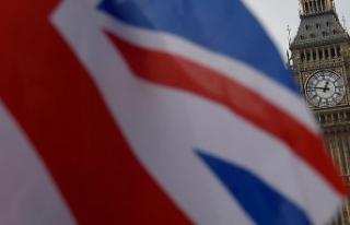 İngiltere Başbakanı'nın konvoyuna araç daldı