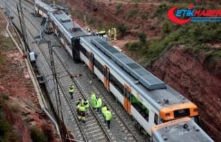 İspanya'da yolcu treni raydan çıktı: 1 ölü,...