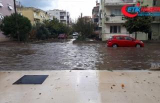 İzmir'in doğu ilçelerini sağanak vurdu
