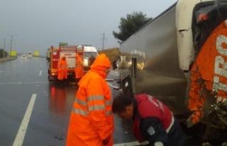 Mersin'de yolcu otobüsü devrildi: 20 yaralı