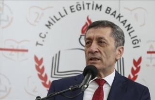 Milli Eğitim Bakanı Selçuk'tan okullarda bağış...