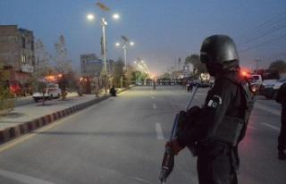 Pakistan'da Çin Konsolosluğuna bombalı ve...