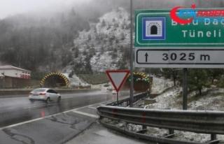 Anadolu Otoyolu ve Bolu Dağı'nda kar yağışı...