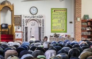 Atina'nın ilk ibadete açık camisi için imam...