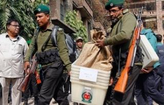 Bangladeş'teki seçimlerde kan döküldü: 17...