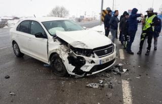 Bolu'da otomobil ile minibüs çarpıştı: 3...