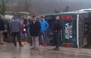 Bursa'da cenazeden dönenleri taşıyan midibüs...