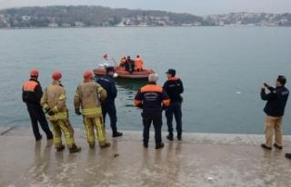 Denize düşen otomobilin sürücüsünün yardımına...