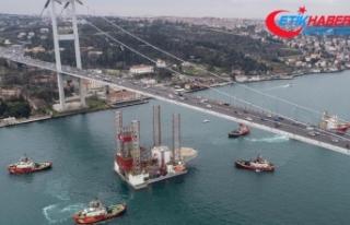 Dev platform, İstanbul Boğazı'ndan geçti