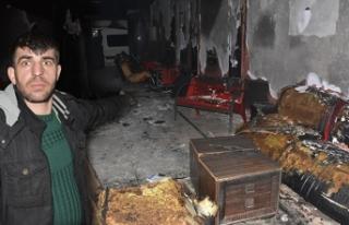 Engelli adamın işyerini soyup yaktılar