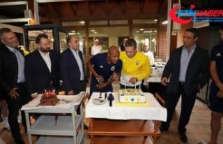 Fenerbahçe'de Yanal ve Ayew'e doğum günü...